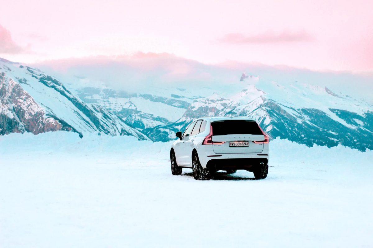 Bil med vinterdäck